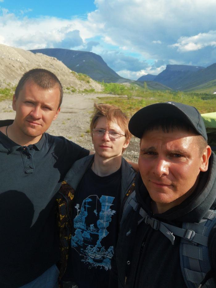 Довольные лица после похода в Хибинах
