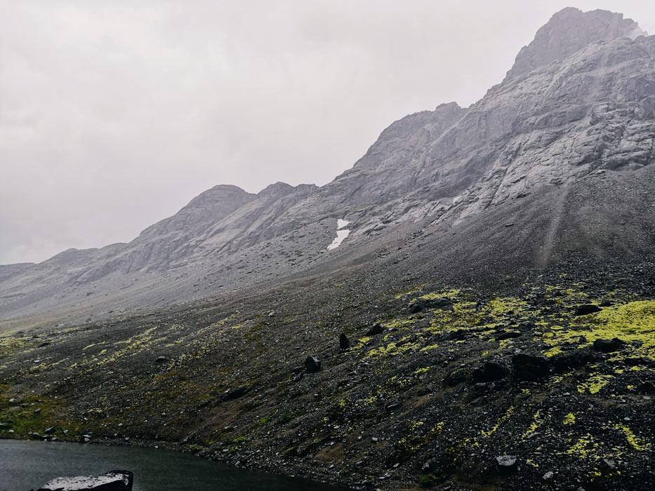 Озеро Длинное с видом на хребет Поачвумчорр