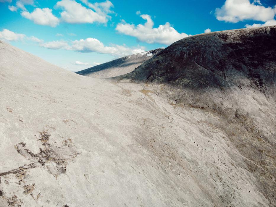 Фото с дрона на вершине Хибин с обратной стороны