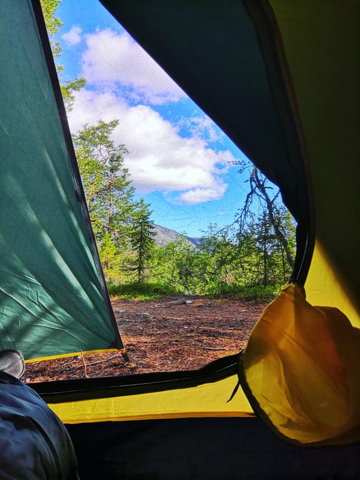 Вид из палатки с утра в Хибинах