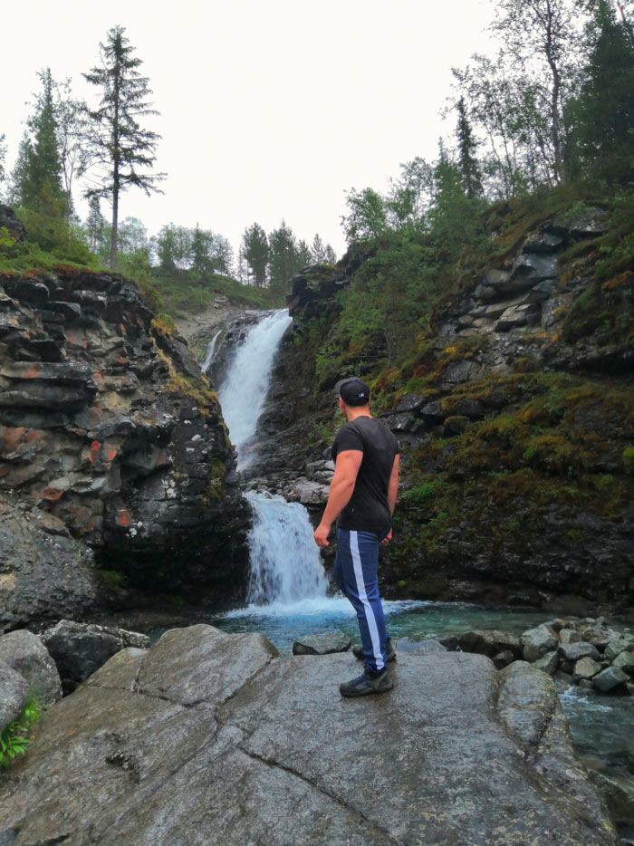 Я на фоне водопада Красивого