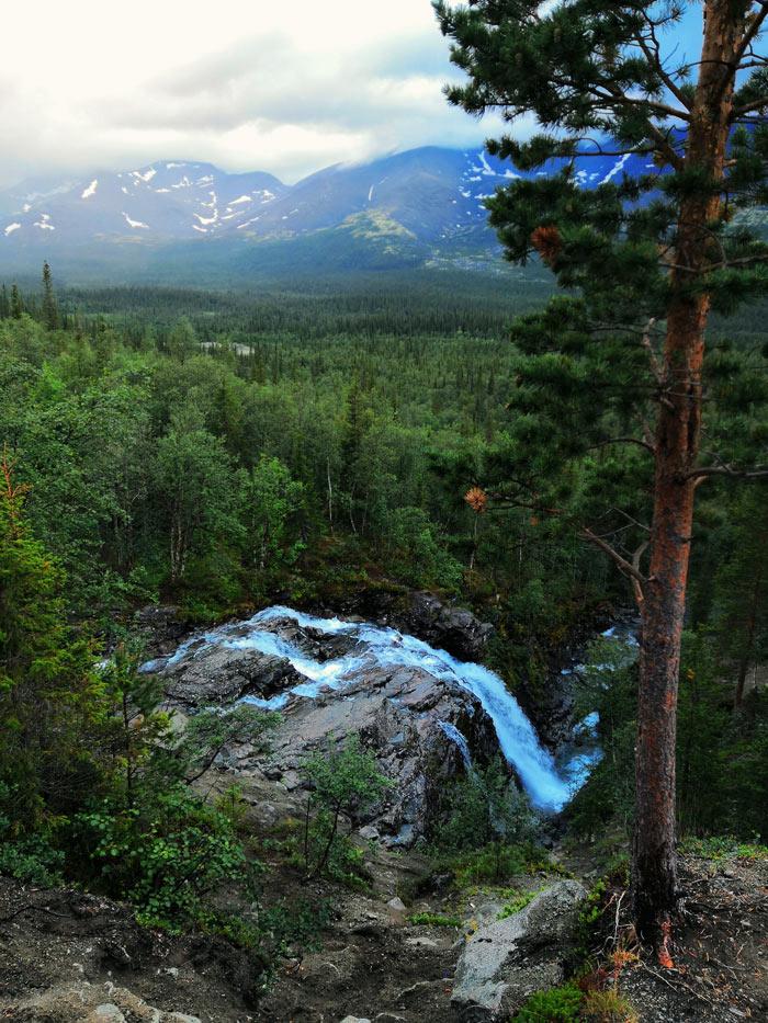 Водопад Красивый Хибины